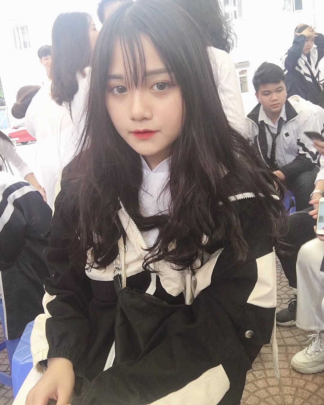 Nữ sinh 2002 diện đồng phục thôi cũng đủ nổi bật giữa sân trường, trả lời lý do đi học mà vẫn makeup kỹ lưỡng - Ảnh 7.