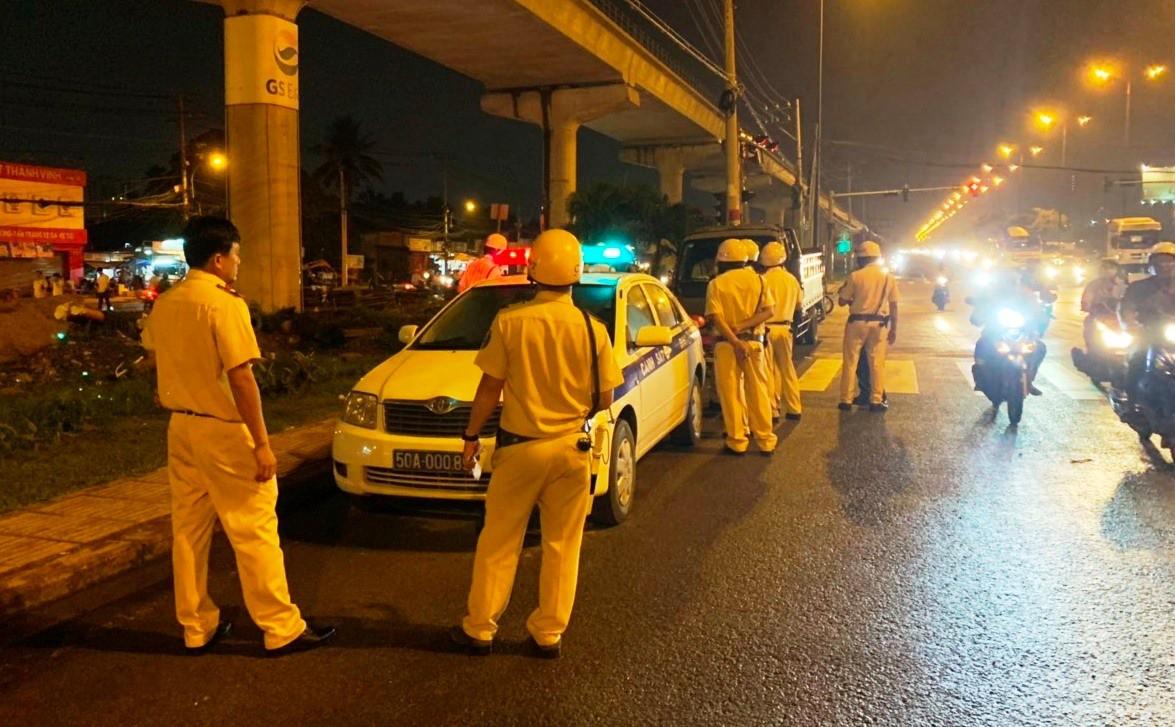 TP. HCM: Bị xử phạt vì lái xe trong lúc say xỉn, tài xế còn doạ CSGT nếu tạm giữ phương tiện sẽ không để yên - Ảnh 1.
