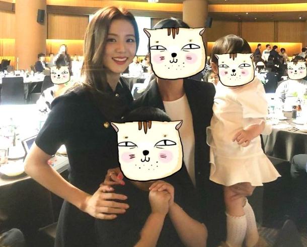 BLACKPINK dự đám cưới anh trai Jisoo: Nữ thần YG gây bão vì xinh bất chấp ảnh chụp vội, Lisa - Jennie bánh bèo hóa - Ảnh 3.