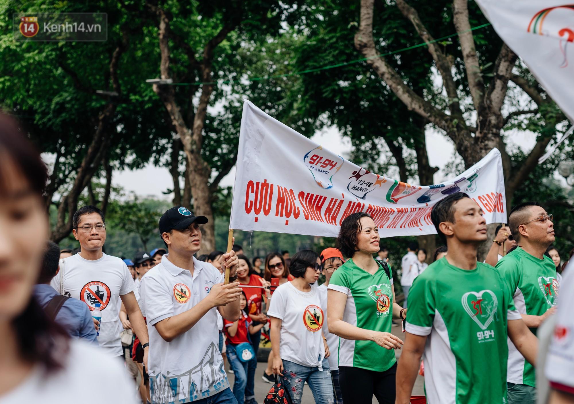Chùm ảnh: 8.000 người mang logo Đã uống rượu bia - Không lái xe cùng tuần hành trên phố đi bộ Hồ Gươm - Ảnh 5.