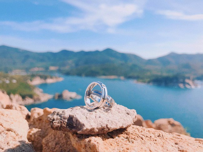Đàm Thu Trang khoe nhẫn cưới sang chảnh trước ngày theo Cường Đô La về dinh - Ảnh 1.