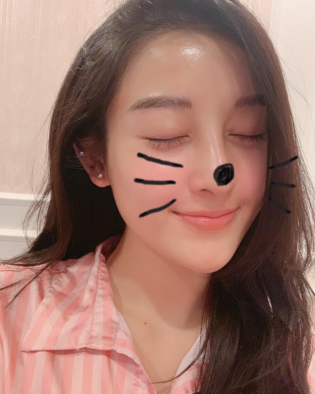 Tâm sự mỏng với fan, Huyền My hé lộ điểm tuyệt phẩm trên gương mặt nhưng bị làm hại do makeup quá nhiều - Ảnh 1.
