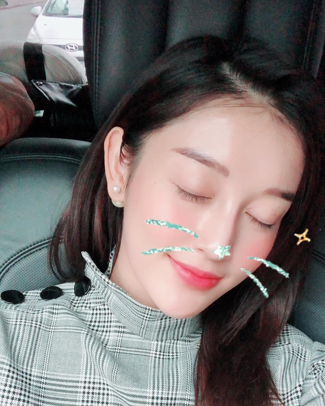Tâm sự mỏng với fan, Huyền My hé lộ điểm tuyệt phẩm trên gương mặt nhưng bị làm hại do makeup quá nhiều - Ảnh 2.