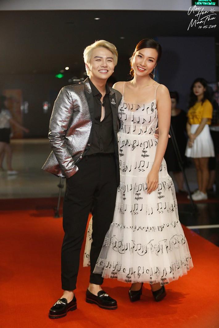 Diện chung váy với Phạm Quỳnh Anh, Hoàng Oanh rất xinh nhưng vẫn mất điểm vì một chi tiết - Ảnh 3.