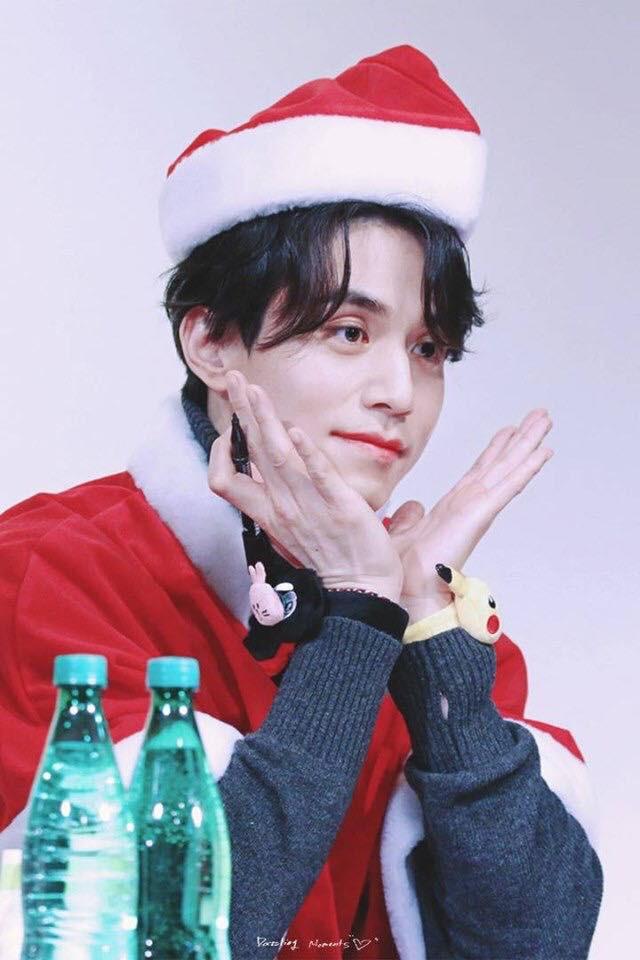 Tội cho chú già đẹp trai Lee Dong Wook, U40 rồi mà fan vẫn bắt đội mũ tai thỏ, hoa bèo nhìn khổ tâm hết sức - Ảnh 12.