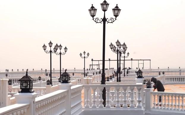 Không thể ngờ ở ngay gần Hà Nội cũng có khu cầu cảng trắng muốt mang hơi thở châu Âu thế này - Ảnh 5.