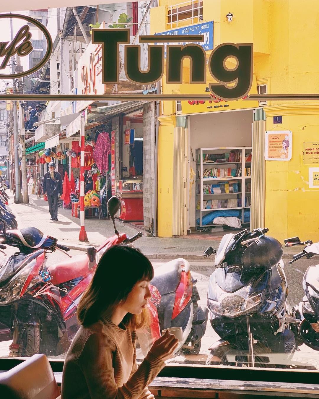 Cafe Tùng và những miền ký ức chưa kể về một hồn thơ Đà Lạt rất riêng, rất cũ giữa thời hiện đại! - Ảnh 1.