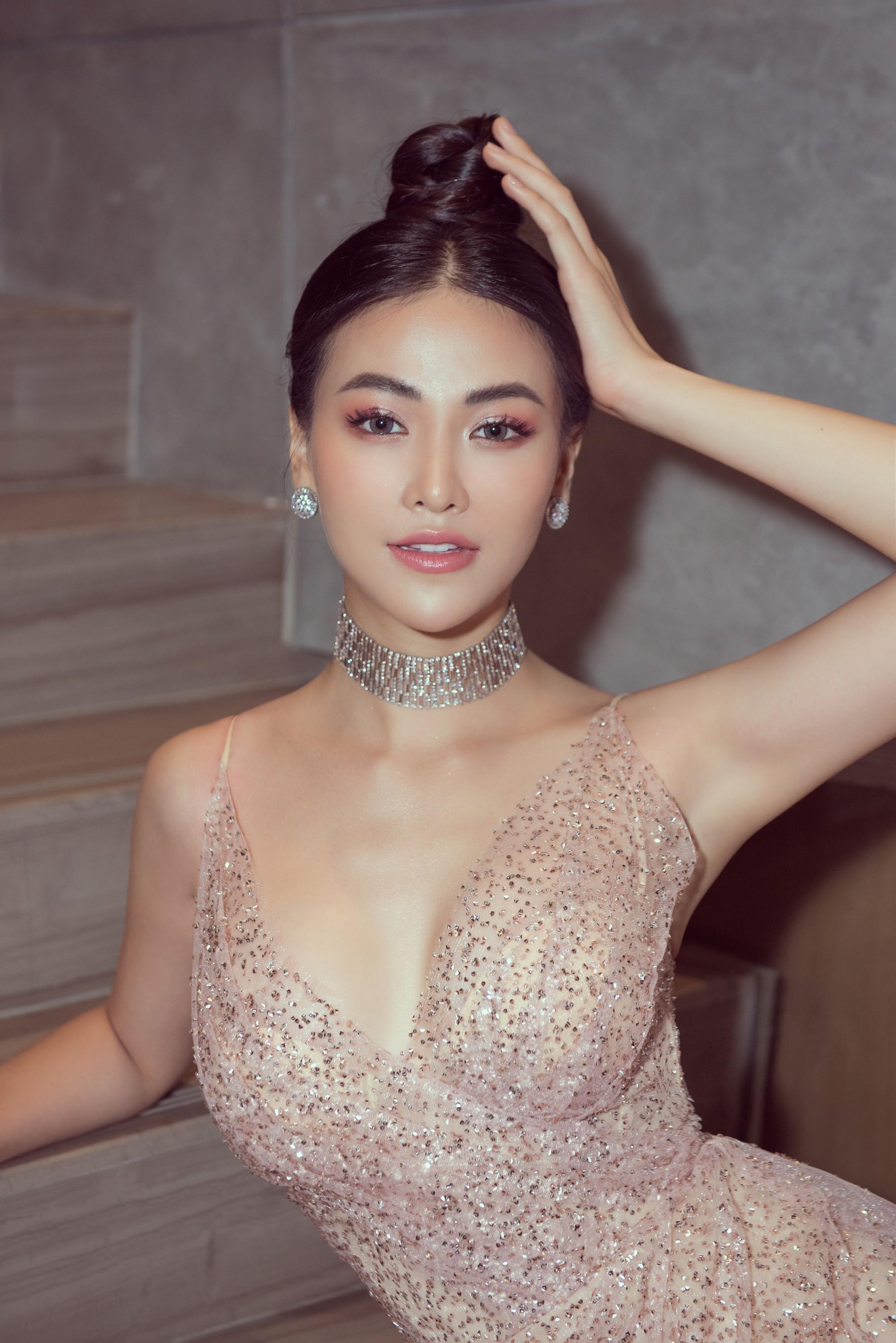Hoa hậu và chuyện cánh tay to, bụng sồ sề khi chưa photoshop: Đâu phải nữ thần để đòi hỏi đẹp hoàn hảo 100% - Ảnh 2.