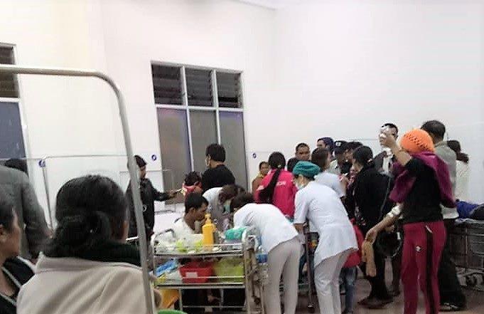Đi ăn cưới, 136 người nhập viện nghi ngộ độc thực phẩm - Ảnh 1.