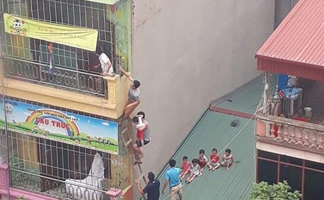 Hà Nội: Cháy cơ sở mầm non, các cháu nhỏ được sơ tán như phim hành động - Ảnh 1.
