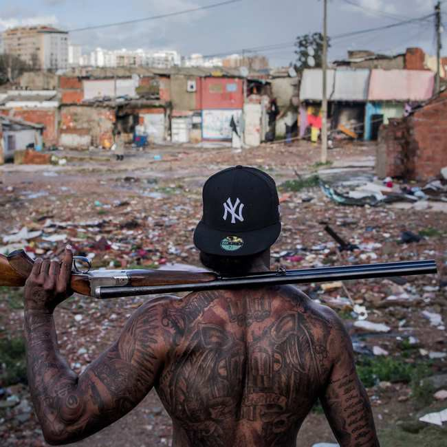 Mặt tối cuộc sống mang tên 6 de Maio: Những gì diễn ra bên trong khu phố nguy hiểm bậc nhất Bồ Đào Nha - Ảnh 1.