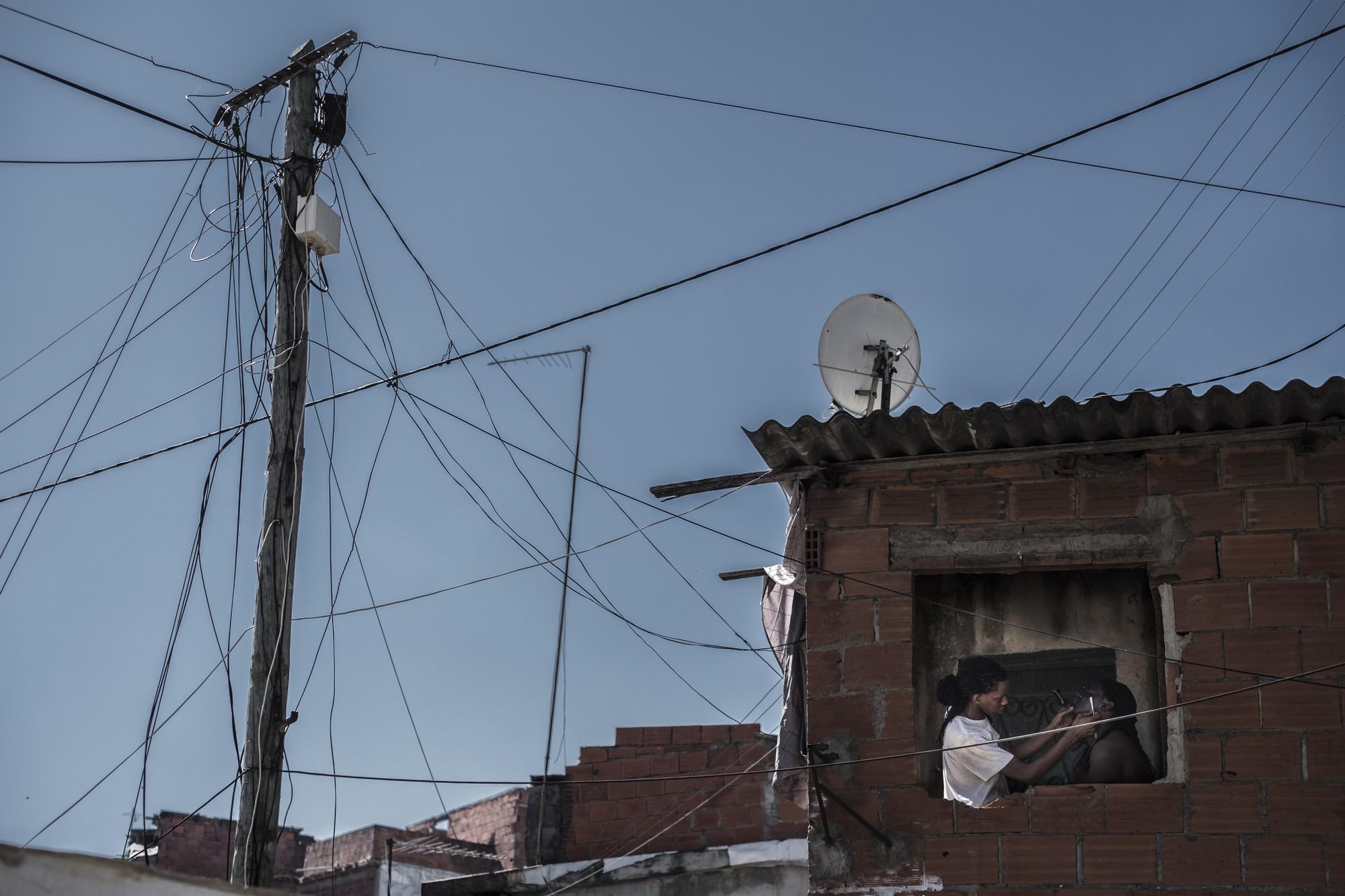Mặt tối cuộc sống mang tên 6 de Maio: Những gì diễn ra bên trong khu phố nguy hiểm bậc nhất Bồ Đào Nha - Ảnh 7.