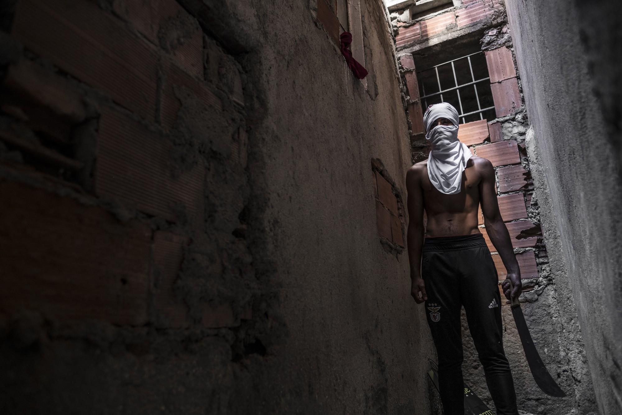 Mặt tối cuộc sống mang tên 6 de Maio: Những gì diễn ra bên trong khu phố nguy hiểm bậc nhất Bồ Đào Nha - Ảnh 10.