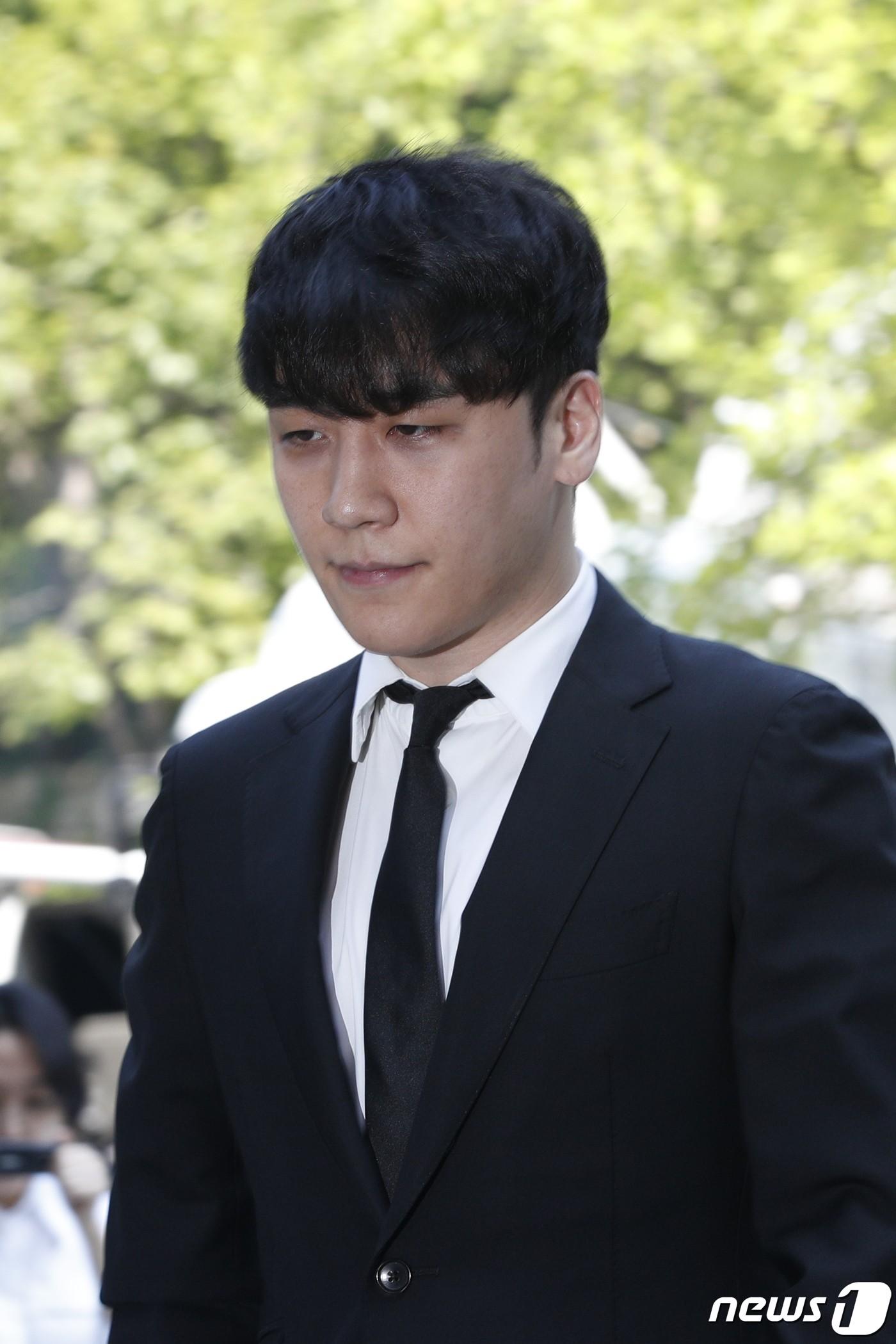 Seungri đã có mặt tại tòa để chờ lệnh bắt: Vẫn bình tĩnh dù cảnh sát xác nhận giữ bằng chứng mua dâm - Ảnh 8.