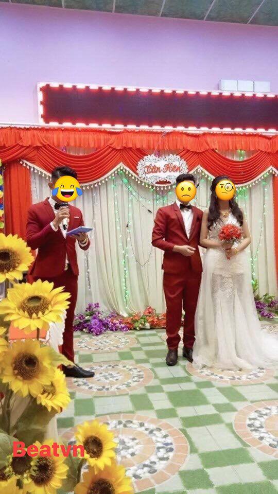 Xôn xao bức ảnh cô dâu bỗng bị ra rìa vì chú rể mặc đồ đôi với... MC đám cưới - Ảnh 1.
