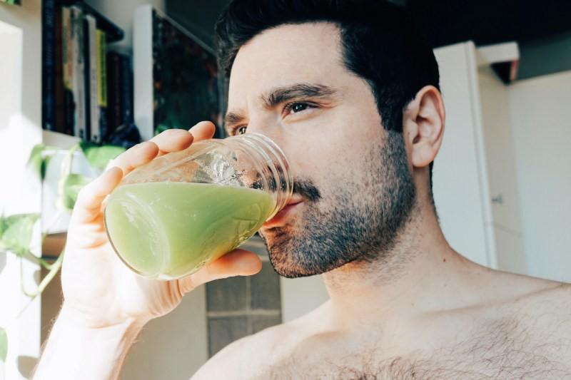 Nước ép cần tây để được trong bao lâu và uống khi nào trong ngày là tốt nhất? - Ảnh 8.