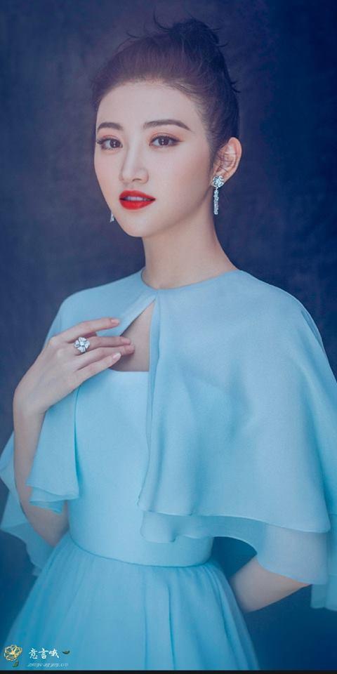 """Để da luôn trắng hồng và ráo mịn, """"đệ nhất mỹ nữ Bắc Kinh"""" Cảnh Điềm đã có bí kíp tuyệt hay với kem chống nắng - Ảnh 1."""