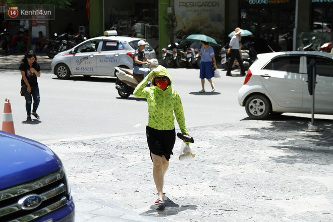 Hà Nội chuẩn bị đón đợt nắng nóng gay gắt với nhiệt độ cao nhất vượt ngưỡng 38 độ C - Ảnh 1.