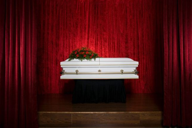 Cô dâu định tổ chức kết hợp tang lễ của dì với ngày cưới cho tiết kiệm chi phí nhưng bị dân mạng chỉ trích gay gắt - Ảnh 3.