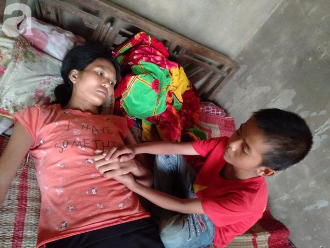 """Bé trai 9 tuổi không có bố, mắc bệnh tim đau đớn nhìn mẹ cận kề cái chết: """"Cháu sẽ sống sao nếu không còn mẹ?"""" - Ảnh 1."""