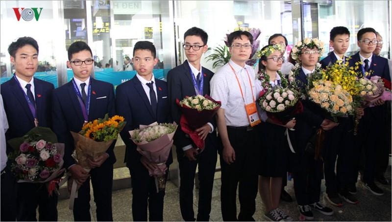 Giành 7 giải, đội tuyển Olympic Vật lý châu Á trở về trong hân hoan - Ảnh 12.