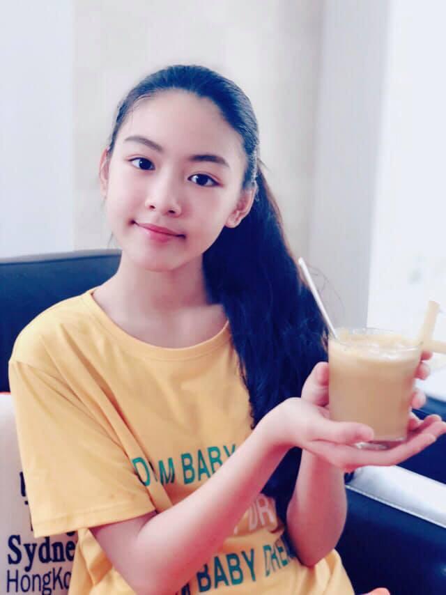 """""""Công chúa"""" 14 tuổi nhà Quyền Linh: Cao 1m7, sở hữu vẻ đẹp mong manh và được ví là bản sao của Trương Bá Chi - Ảnh 3."""