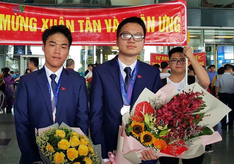 Giành 7 giải, đội tuyển Olympic Vật lý châu Á trở về trong hân hoan - Ảnh 6.