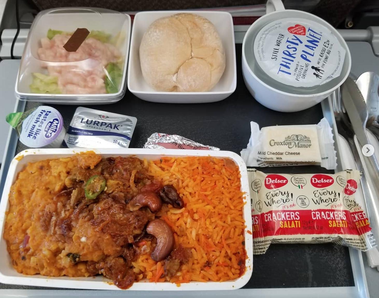 Dạo một vòng xem món ăn trên máy bay của các nước, Việt Nam phục vụ mì Ý trong khi Mỹ, Pháp phục vụ cơm - Ảnh 10.