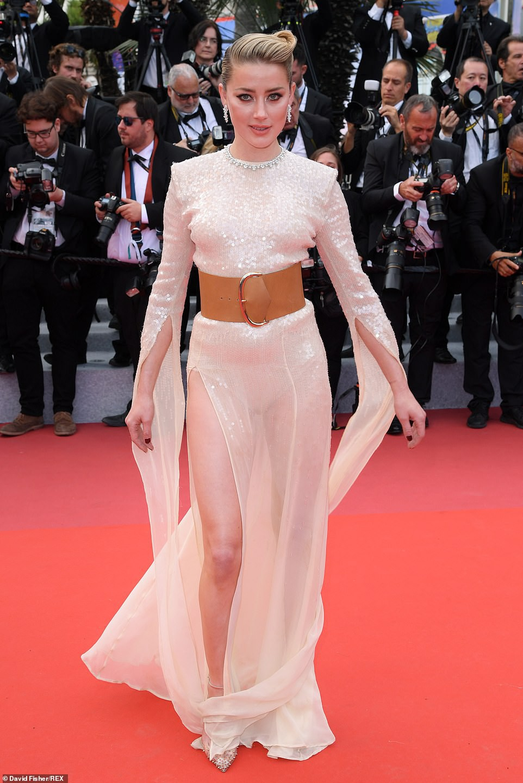 Thảm đỏ Cannes ngày 2: Thiên thần Victorias Secret suýt lộ hàng, Phạm Băng Băng Thái Lan xinh như tiên tử - Ảnh 11.