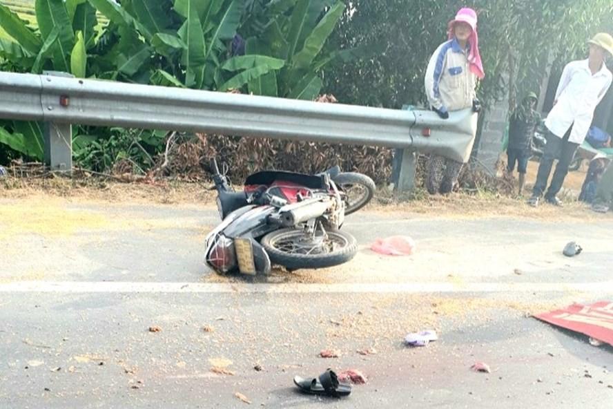 Xe tải tông hậu xe máy, 2 người tử vong tại chỗ - Ảnh 1.