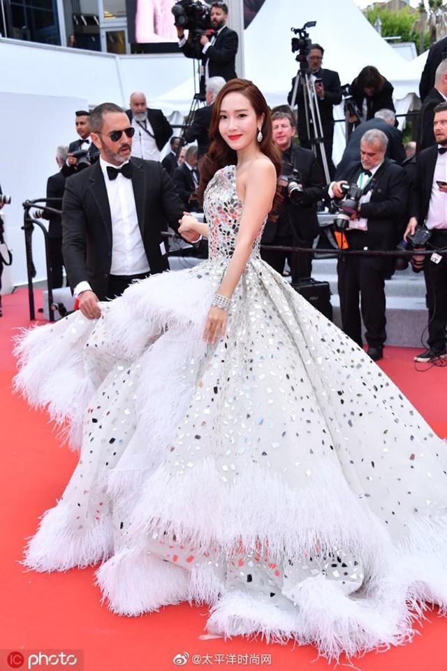Màn xuất hiện gây mê, siêu sang chảnh không khác gì công chúa của Jessica Jung tại LHP Cannes - Ảnh 6.