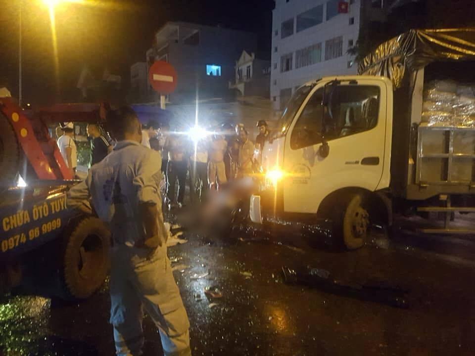 Xe cứu hộ đâm trúng xe máy, mẹ tử vong thương tâm, hai con nhỏ và người cháu bị thương nặng - Ảnh 1.