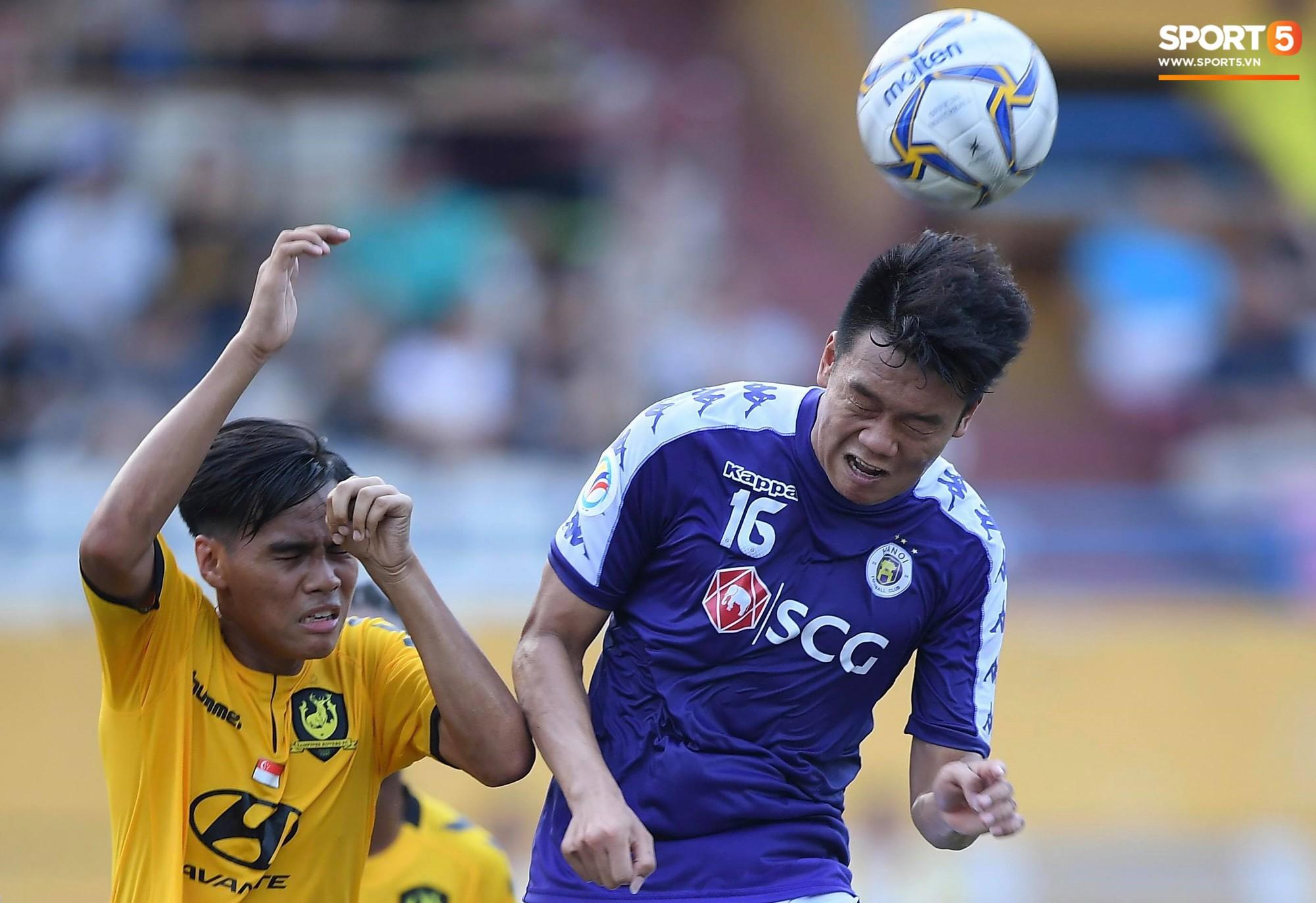 Duy Mạnh kín đáo đến xem Hà Nội Nội thi đấu, vẫn bị fan nhí nhanh mắt phát hiện và vây kín - Ảnh 7.