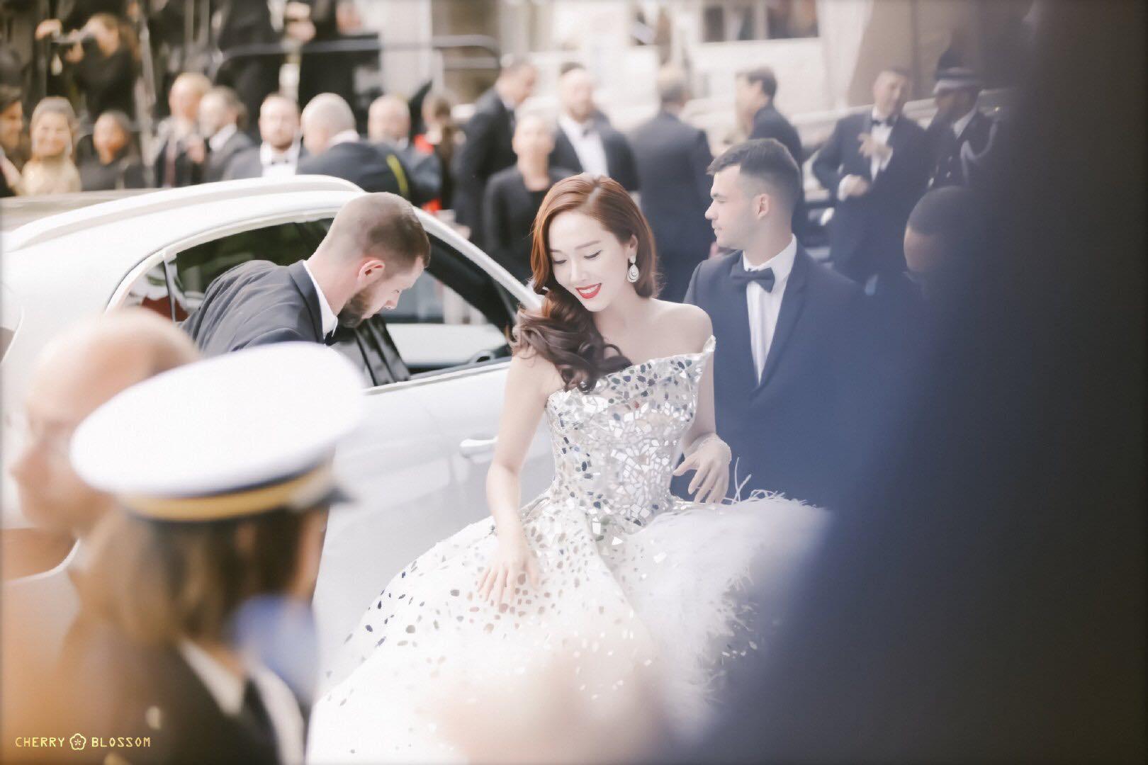 Đẹp đỉnh cao tại Cannes, nữ hoàng băng giá Jessica lại bị nhiếp ảnh gia quốc tế bóc mẽ nhan sắc quá chân thực - Ảnh 2.
