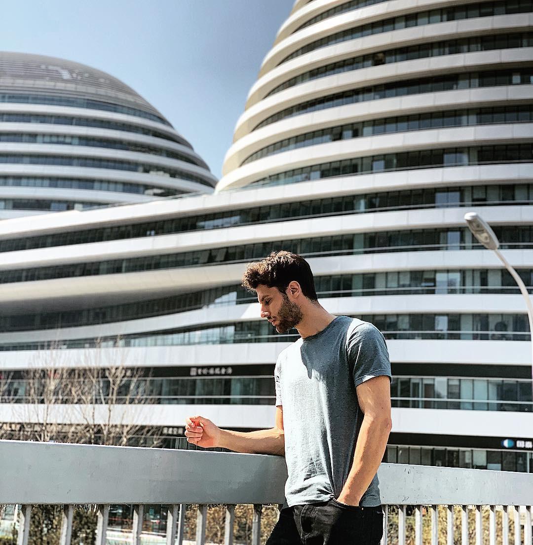Choáng ngợp trước trung tâm thương mại hình xoắn ốc lên ảnh siêu ảo từng gây tranh cãi khắp Trung Quốc - Ảnh 22.