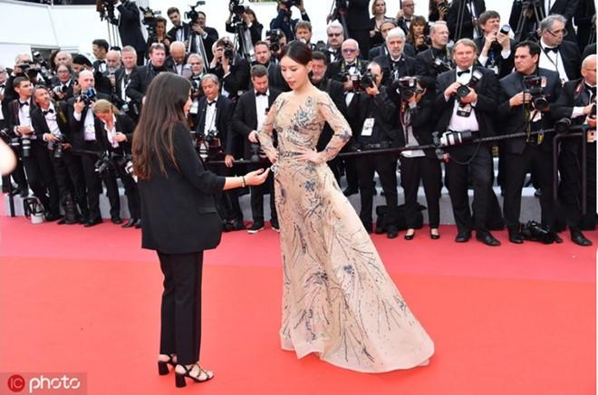 Ngoài váy vóc lụa lạ, chị em nô nức làm lố thì điện ảnh năm nay tại LHP Cannes có gì? - Ảnh 3.