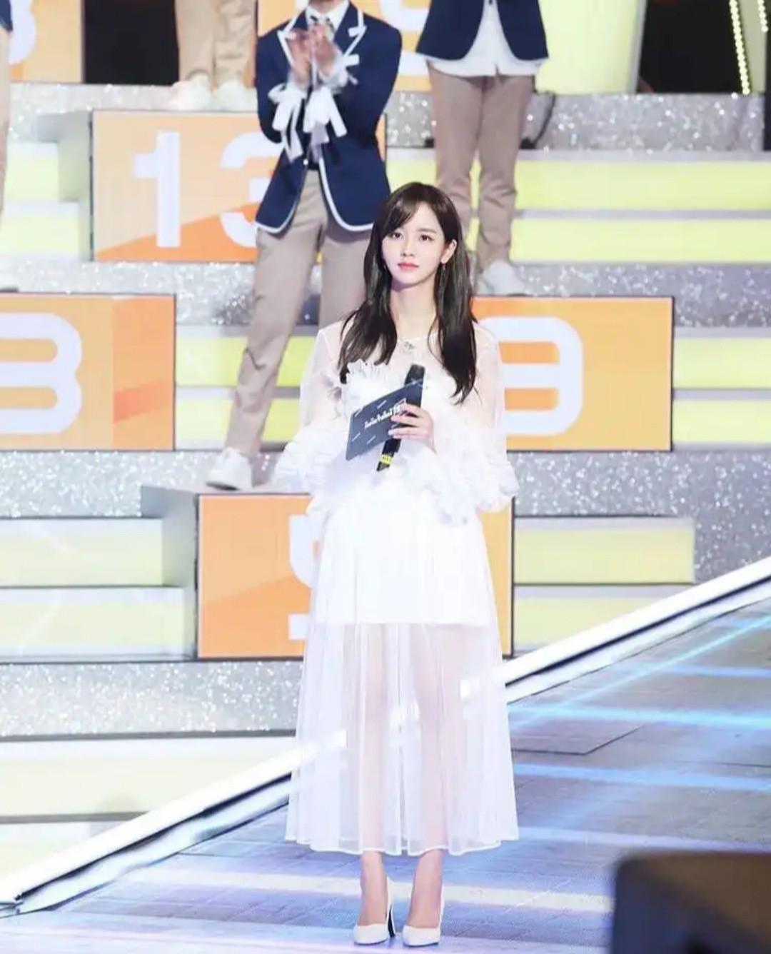 Kim So Hyun là cô gái vàng của làng follow dạo, cả tài khoản fan lập cho Produce X 101 cũng không tha! - Ảnh 1.