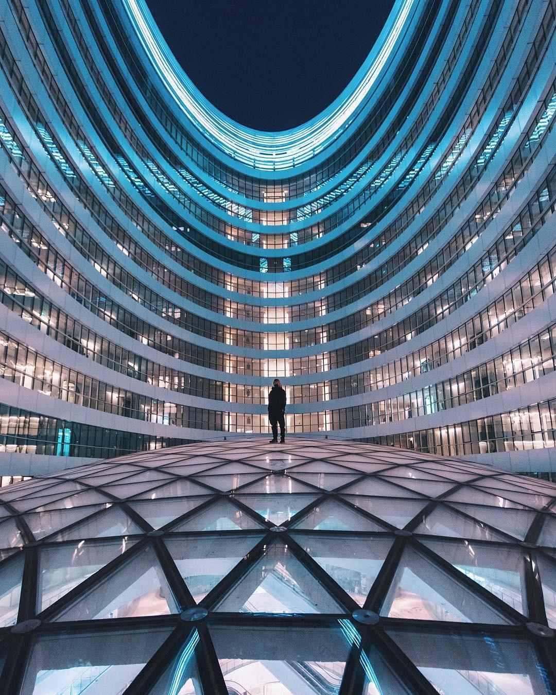 Choáng ngợp trước trung tâm thương mại hình xoắn ốc lên ảnh siêu ảo từng gây tranh cãi khắp Trung Quốc - Ảnh 13.