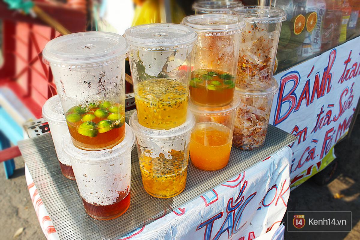 Mùa hè ập đến Hà Nội rồi, nếu có bán các loại nước khổng lồ thế này thì còn gì tuyệt vời bằng - Ảnh 1.