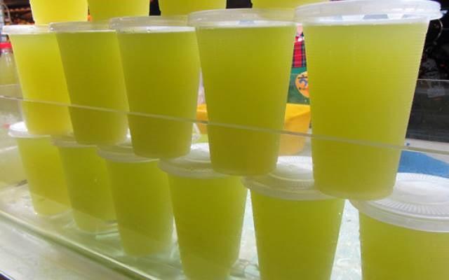 Mùa hè ập đến Hà Nội rồi, nếu có bán các loại nước khổng lồ thế này thì còn gì tuyệt vời bằng - Ảnh 4.