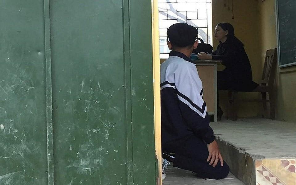 Những hình phạt của thầy cô khiến học sinh và phụ huynh ám ảnh - Ảnh 1.