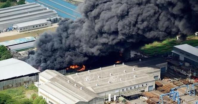 Cháy lớn tại nhà máy xử lý rác thải kim loại ở Nhật Bản - Ảnh 1.