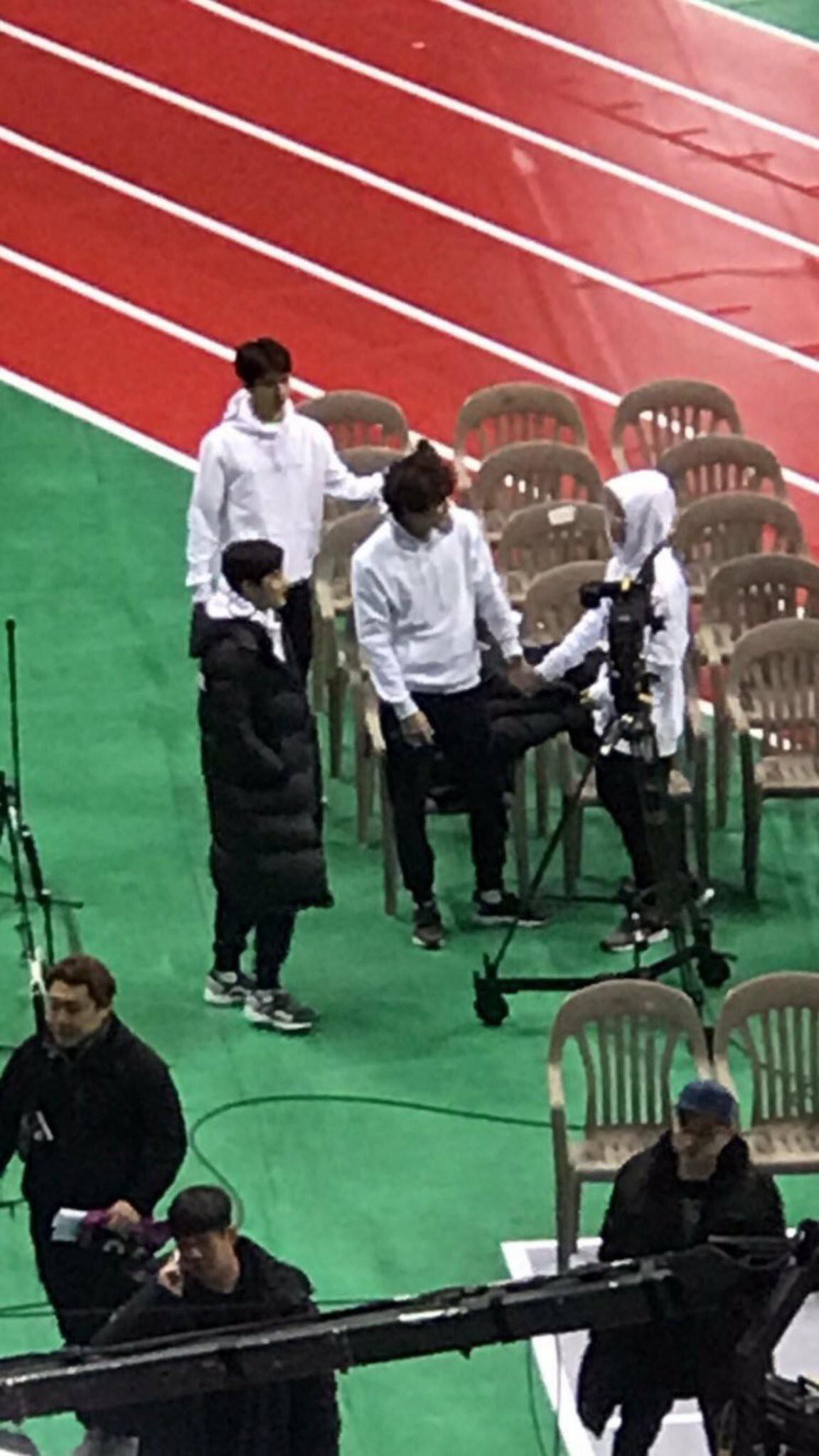 Sehun (EXO) và Jimin (BTS) cứ như đang có gì mờ ám vì mặc đồ đôi tới 4 lần - Ảnh 4.