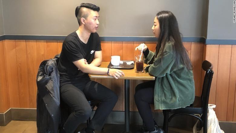Thanh niên Hàn Quốc đổ xô tới lớp học yêu - Ảnh 2.