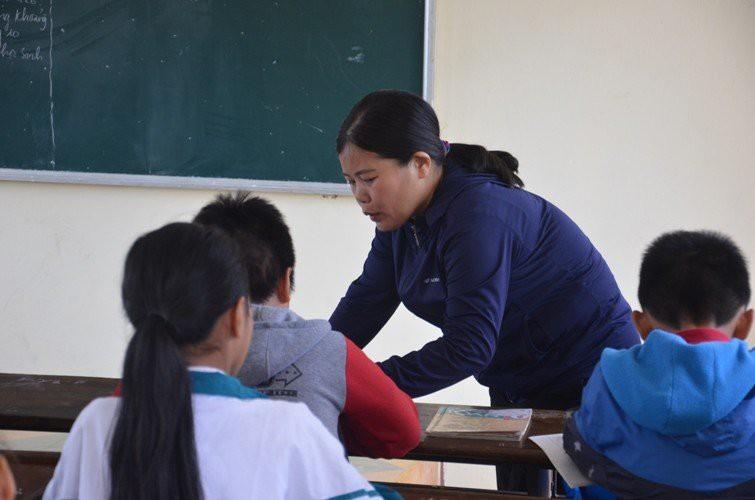 Những hình phạt của thầy cô khiến học sinh và phụ huynh ám ảnh - Ảnh 4.