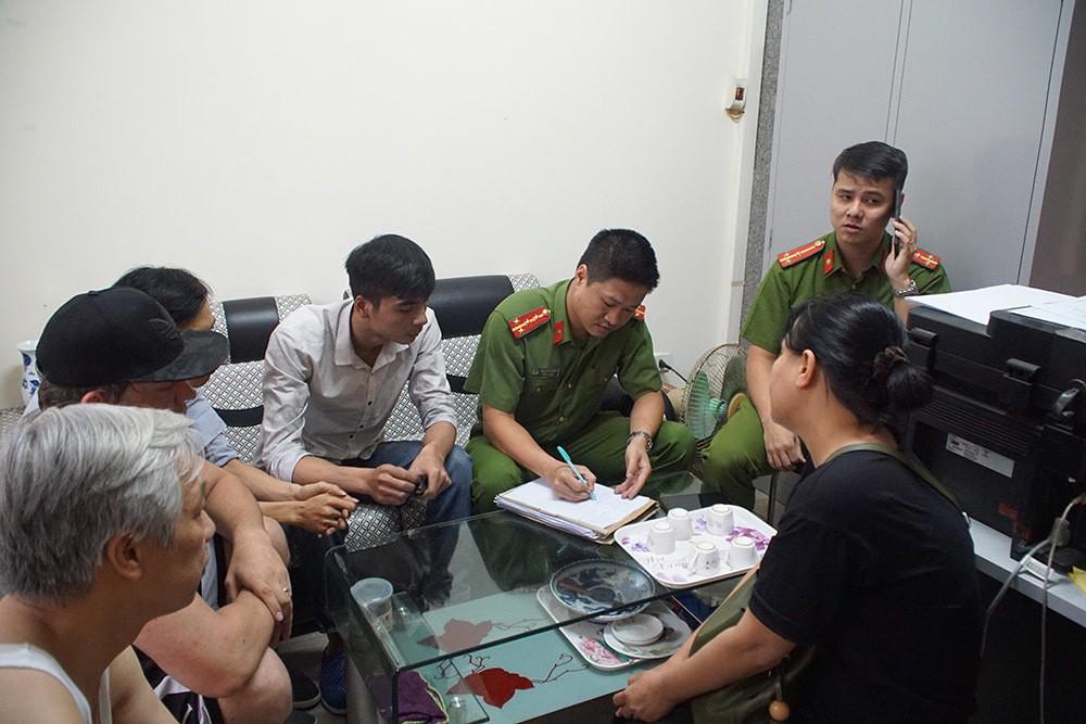 Hà Nội: Cháy do chập điện, dân chung cư nửa đêm tháo chạy - Ảnh 4.
