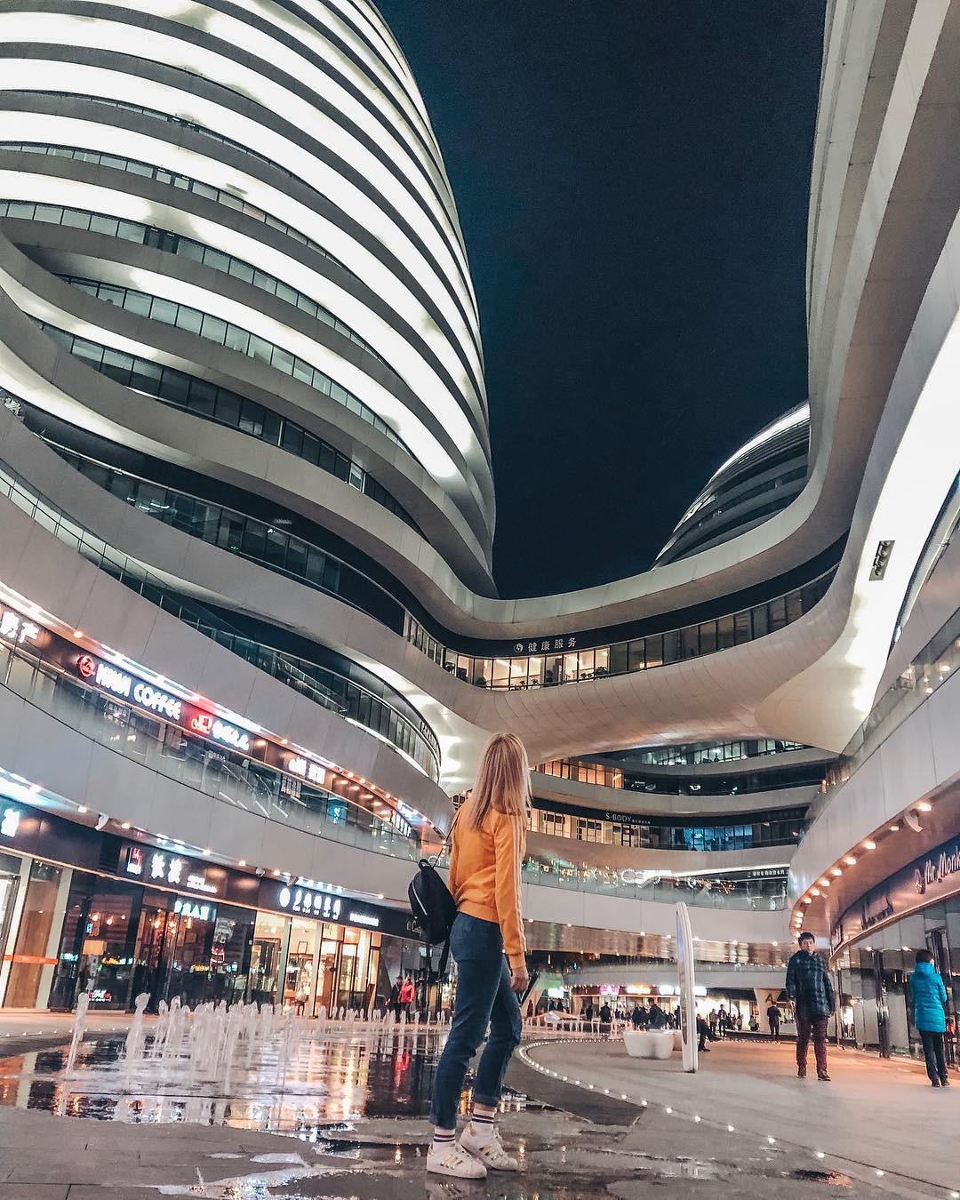 Choáng ngợp trước trung tâm thương mại hình xoắn ốc lên ảnh siêu ảo từng gây tranh cãi khắp Trung Quốc - Ảnh 19.