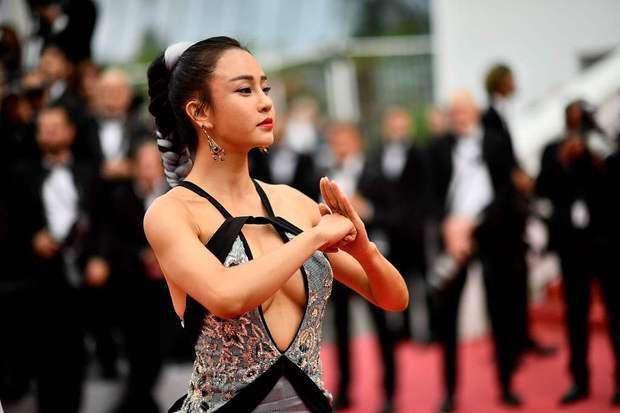 Netizen Trung muối mặt vì đoàn người đến chị Google cũng bó tay diễn trò lố lăng giữa LHP Cannes - Ảnh 8.