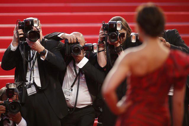 Vì sao ngày càng có nhiều mỹ nhân vô danh, hotgirl Weibo xuất hiện ồ ạt tại thảm đỏ LHP Cannes? - Ảnh 5.