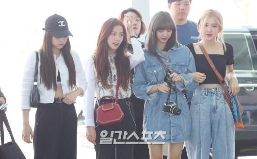 BLACKPINK gây náo loạn sân bay: Jennie và Lisa như đi catwalk, Jisoo lại chiếm trọn spotlight vì đẹp xuất thần - Ảnh 17.